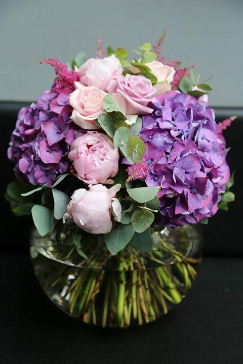Pretty flower arrangement // nice for bridesmaid bouquet