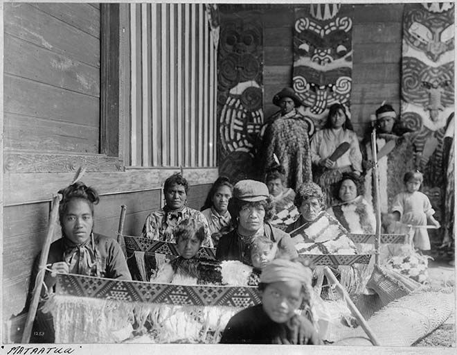 Weaving tāniko, around 1910