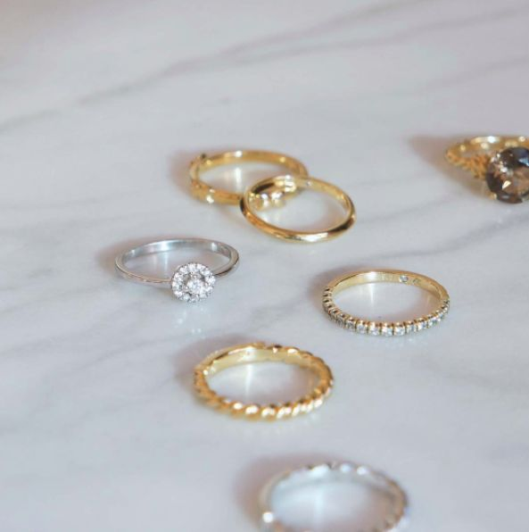 Naveya & Sloane wedding bands and fine jewellery, made to order in Auckland, New Zealand.