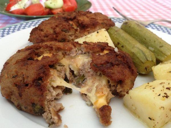 Μπιφτέκια γεμιστά με τυρί gouda