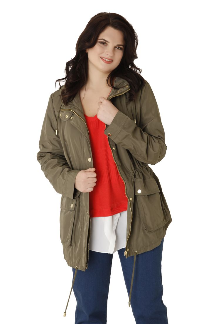 Lightweight parka with pockets, a hoody and drawstring on the hem. The goldeen buttons and zipper give an excellent style! Must-have item for the spring! Available in 3 colours