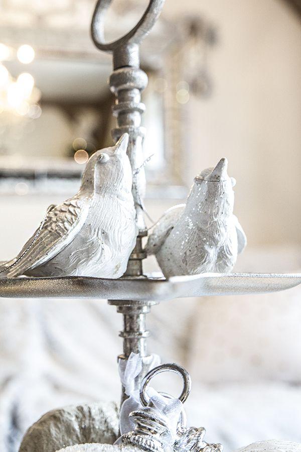 Hvit fugl med sølvglitter