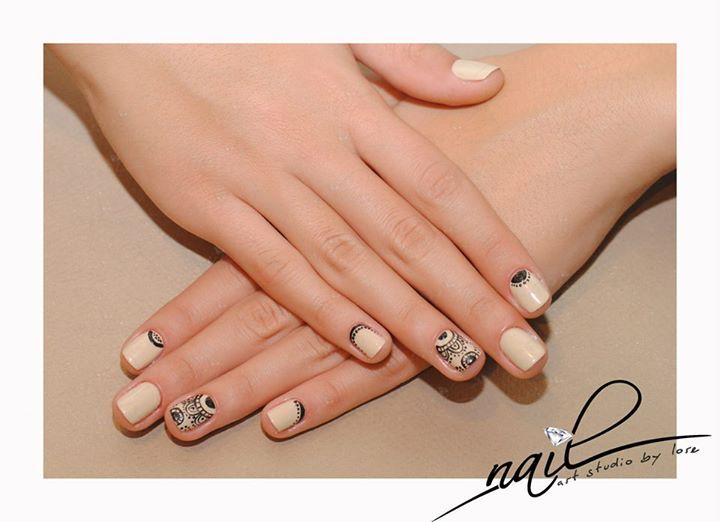 nude nails manicure  black deisgn