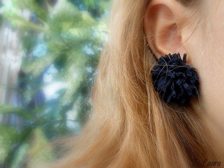 come fare degli orecchini con i collant rotti
