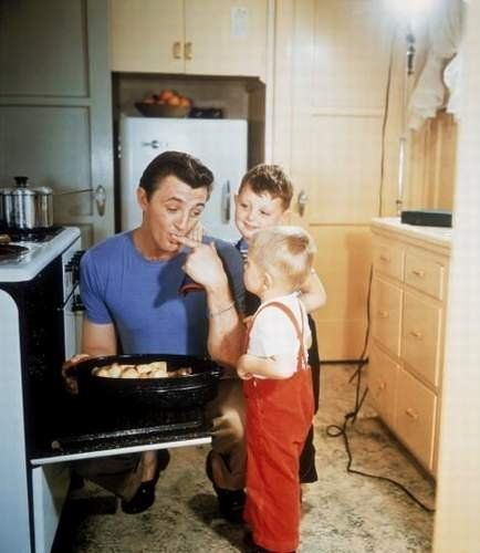 Robert Mitchum in the kitchen with his boys - 1947