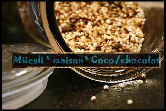 La meilleure recette de ** müesli/ granola maison en dix minutes : flocons d'avoine, billes de quinoa soufflées, noix de coco et chocolat **! L'essayer, c'est l'adopter! 3.4/5 (5 votes), 1 Commentaires. Ingrédients: Pour Un grand bocal:,  -2 tasses de flocons d'avoine,  -3/4 tasse de quinoa soufflé ( dans un biocoop, épicerie diététique..),  -1/2   tasse de noix de coco râpée,  -1/2 tasse de sucre ,( ici complet),   - 1/3 tasse de pépites de chocolat( 70 %),