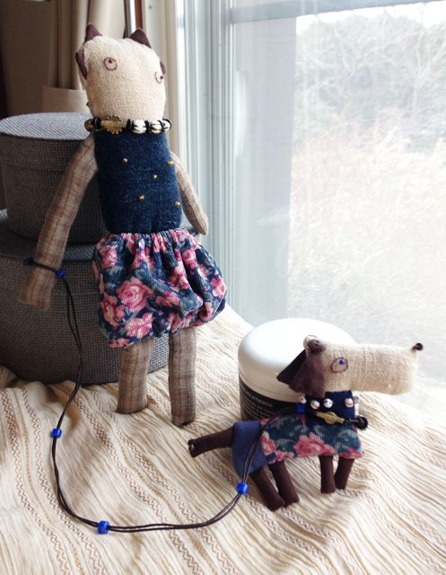 "Madame is ""Di rapa"",her dog is""Cima""."
