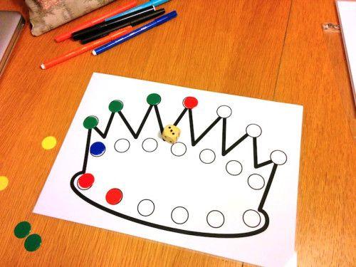 Encore un jeu pour jouer avec un dé et des jetons (promis après j'arrête), cette fois dans une thématique galette : le jeu de la couronne. Règle du jeu :Chaque élève reçoit une couronne. On …