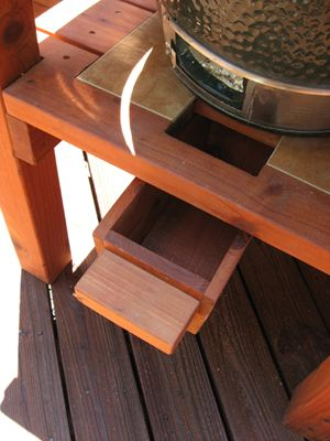Big Green Egg table with Ash Shoot - small.JPG 300×400 pixels