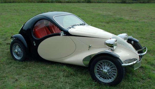 This is the Morgan Aeromax concept vehicle. Really strange, and can't for the life of me see how they could squeeze an engine into that front end. Best forgotten about, I think