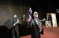 """""""La Opera de los tres centavos"""". Argentina 2004. Cast: Diego Peretti/Gustavo Monje/Toni Lestingui/Daniel Figueiredo"""