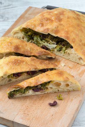 Pizza di scarola di Franco Pepe, incoronato miglior pizzaiolo del mondo. [Scarola salad pizza made by Franco Pepe]