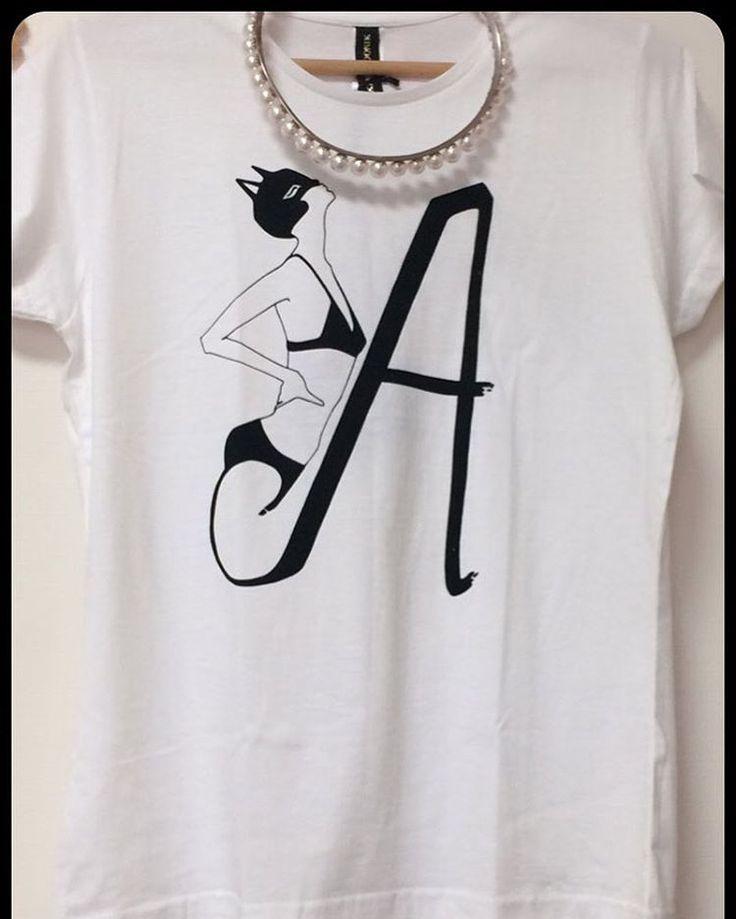 キャットウーマン🐱🖤👯🅰️🐾  #krisssoonik #estonia #catwoman #instafashion #fashion #ekthongprasert #a#イニシャル#outfit #tshirt