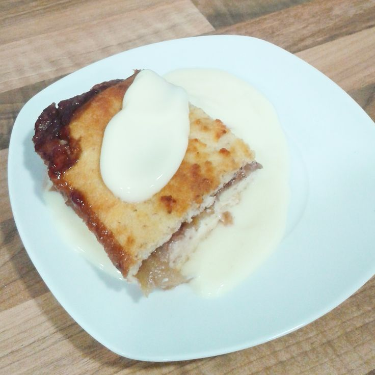apple jewish cake. Pastel judío de manzana con pan de molde