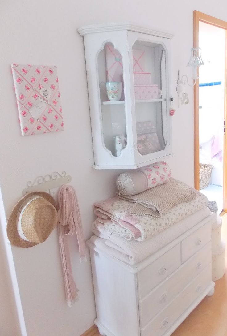 die besten 25 garderobe shabby chic ideen auf pinterest grauer star garderoben dekoration. Black Bedroom Furniture Sets. Home Design Ideas