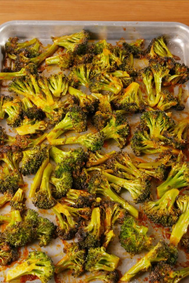 Looking for the best roasted broccoli recipe? You need to try this Bang Bang Broccoli. Veggie Side Dishes, Side Dishes Easy, Vegetable Dishes, Vegetable Recipes, Vegetarian Recipes, Cooking Recipes, Healthy Recipes, Delicious Recipes, Crockpot Recipes