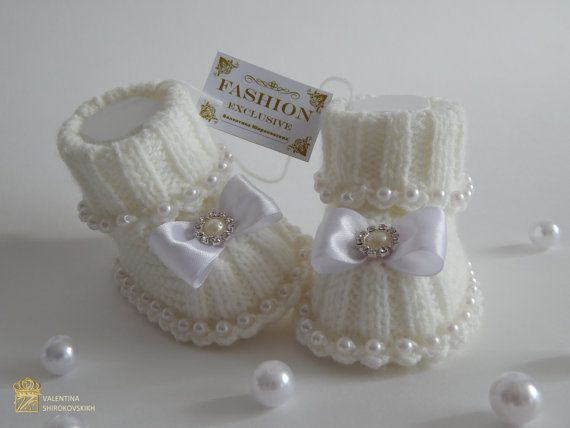 Cute Baby booties e cappello. White Baby Booties e di Exclusive72