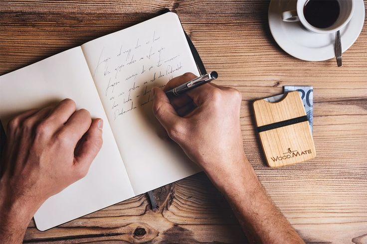 Habt ihr auch schon eure Briefe ans Christkind geschrieben? #christmas #woodwallet #gift