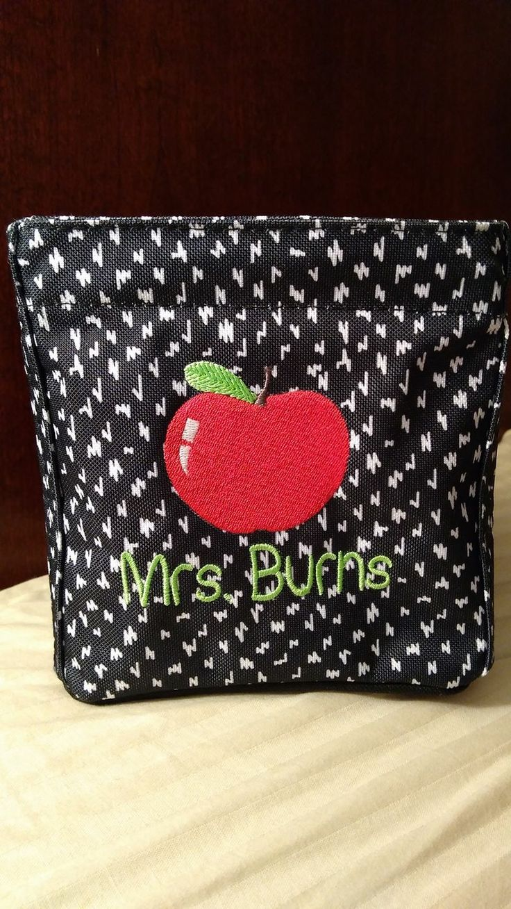 Looking for an adorable way to personalize your next school bag, lunch thermal or classroom storage? Or do you have a special teacher in your child's life that you would like to show appreciation for? Check out one of our new personalization options! I'm in ❤ with our apple icon-it! 🍎 Isn't it cute!? 🔗Mythirtyone.com/LisaBerkery #Teacher #ThankATeacher #TeacherAppreciation #ITeachToo #TeachersFollowTeachers #TeacherGifts #ThirtyOne