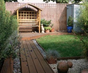 Exterior design ideas that will rock your home this Spring. No need to break the bank either.Gardens Shower, Gardens Ideas, Small Backyards, Interiors Design Kitchens, Gardens Design Ideas, Home Interiors Design, Kids Gardens, Backyards Ideas, Small Gardens