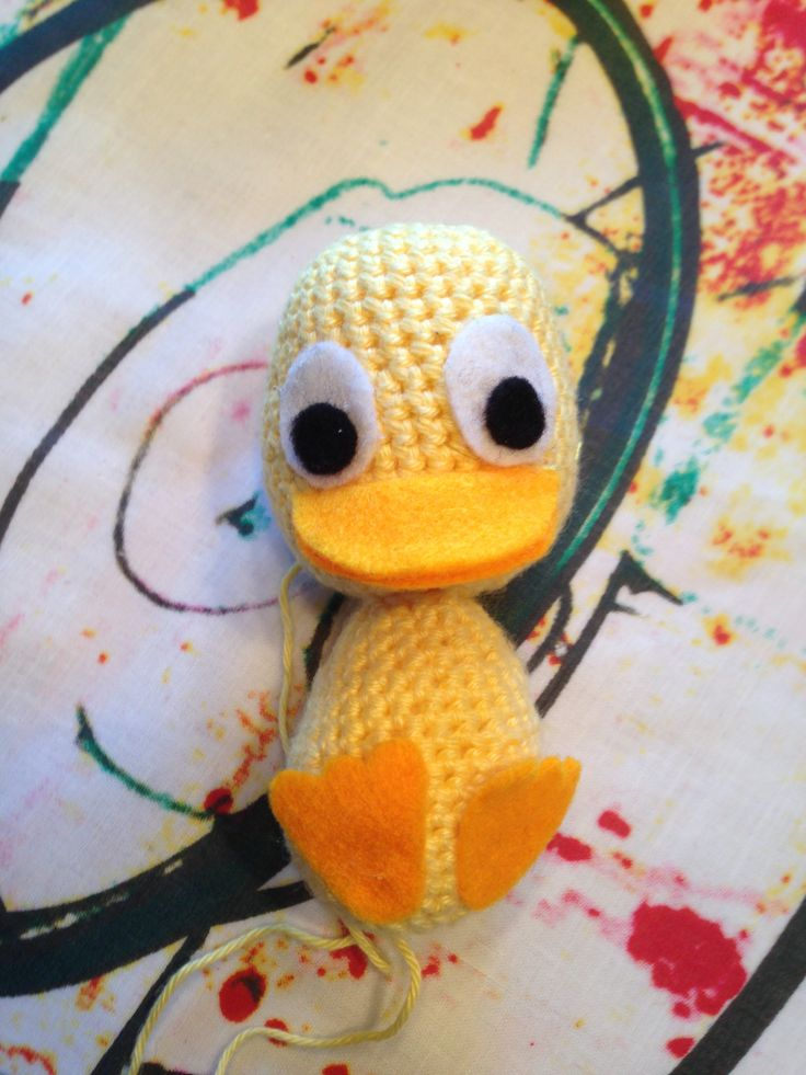 My 10th crochet project. A little duck. The 1st animal in my mobile for a baby. ~~~~~~~ Mit 10. hækle project. En lille and. Det første dyr i min babyuro.