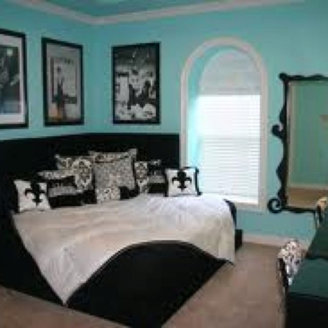 Tiffany's Themed Bedroom. Love the angled bed!
