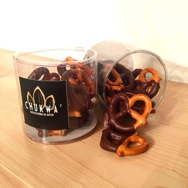 Pretzels Cubiertos de Chocolate Amargo ($50 Cada Bote)