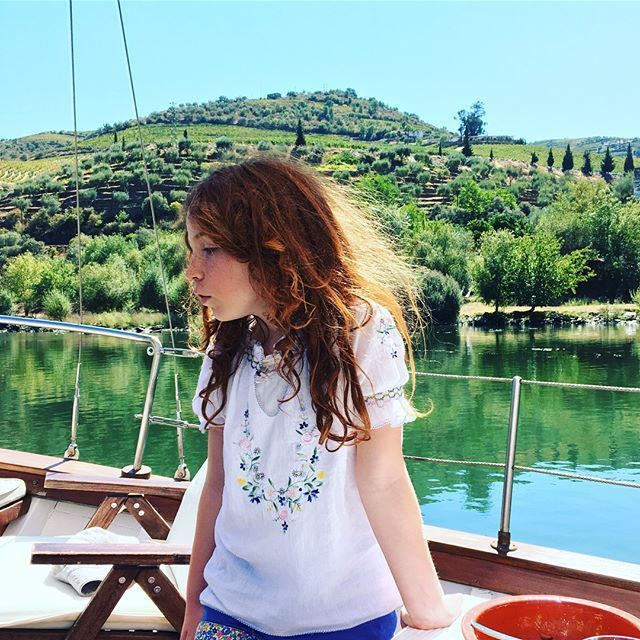 Special time with family in spectacular surroundings. 👒👒👒🛶Cruising the Douro river. Breathtakingly beautiful scenery from a restored wooden boat. 💚