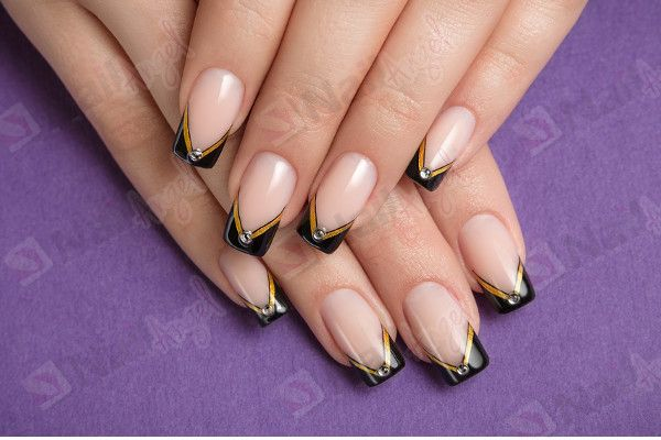 tape nail art  Striping tape nail art - Réalisez une déco ongle ...