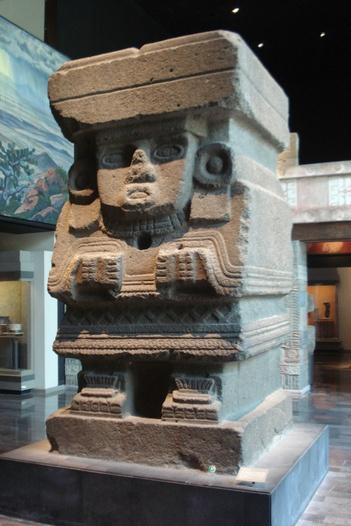 Monolito de la Diosa Chalchiuitincle,  Museo De  Antropologia e Historia de Mexico