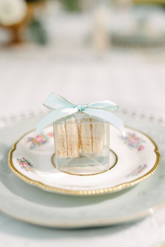 Macaron favors with a pretty bow