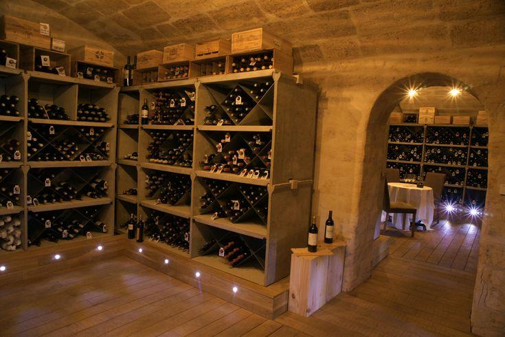 La cave à vin du Chapon Fin ou plus de 700 vins sont présentés et ou le délicieux Alexandre Morin, Chef sommelier, organise chaque jeudi des masterclass.  #ChaponFin #Bordeaux