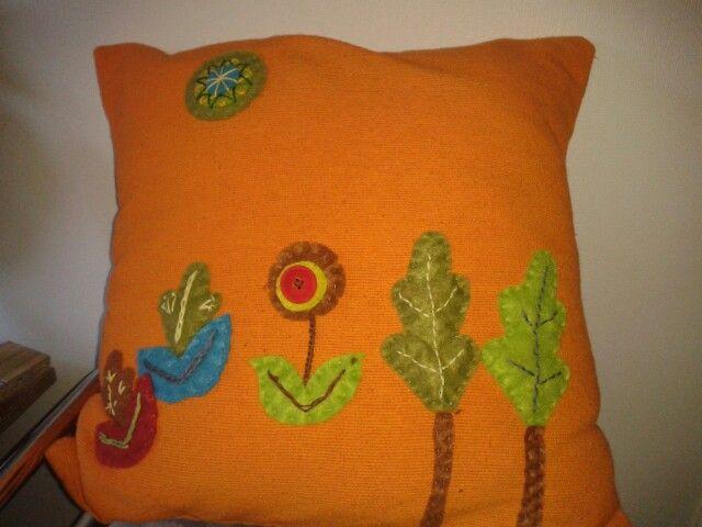 Cojin decorado con paño lency