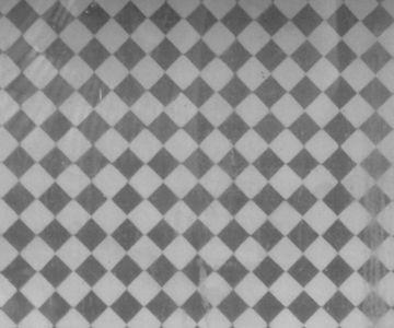 Grompol  Motif Grompol ini termasuk dalam pola nitik yang terdiri dari titik-titik dan garis. Grompol berasal dari kata menggerompol (ngerompol) yang berarti berkumpul menjadi satu senasib sepenanggungan dalam suka dan duka. Motif ini dikenakan pada rangkaian upacara daur hidup, antara lain perkawinan yang melambangkan bersatunya dua keluarga yang berbeda