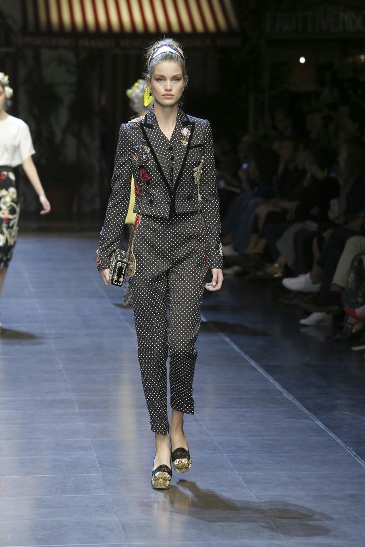 Dolce & Gabbana Summer 2016 ❤#italiaislove Women's Fashion Show. Off the Catwalk Glamour Suits with Polka Dots. More insights on @dolcegabbana.