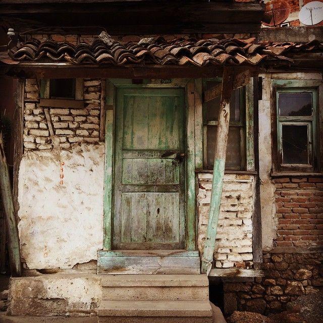 Pazar gezmesinden kalan:) Ne anılar ne hayatlar vardır bu evde....! #küçücük #eskiev #tamda #gözüktüğü #kadar #eski #viran #virane #antika #nostalji #eskievler #tarih #anı #pazar #pazargezmesi #ig_photobox_ #ordu #haftasonu #fotoğraf  #fotoğrafçılık #karadeniz