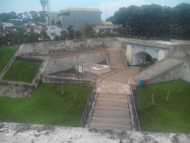 bagian dalam benteng fort marlborough  kota bengkulu