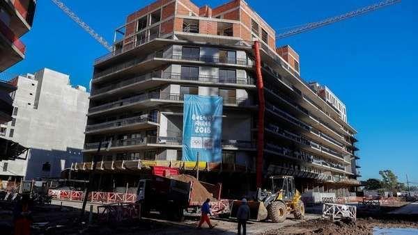 La construcción creció 13% en agosto y acumula seis meses consecutivos de expansión  ||  En el año acumula un crecimiento del 9,5%. También creció el empleo. Las empresas señalan que esperan másobra pública y privada y subrayan el crédito para la vivienda. https://www.clarin.com/economia/economia/construccion-crecio-13-agosto-acumula-meses-consecutivos-expansion_0_HJzc1AcsZ.html?utm_campaign=crowdfire&utm_content=crowdfire&utm_medium=social&utm_source=pinterest