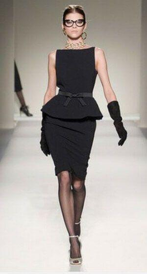 Баска на маленьком черном платье