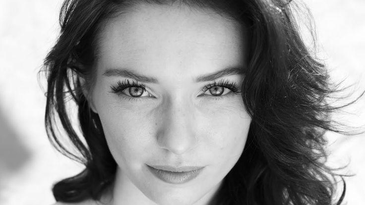 Actress Eleanor Tomlinson: Power, passion and the girl who fired up Poldark ● Part-1