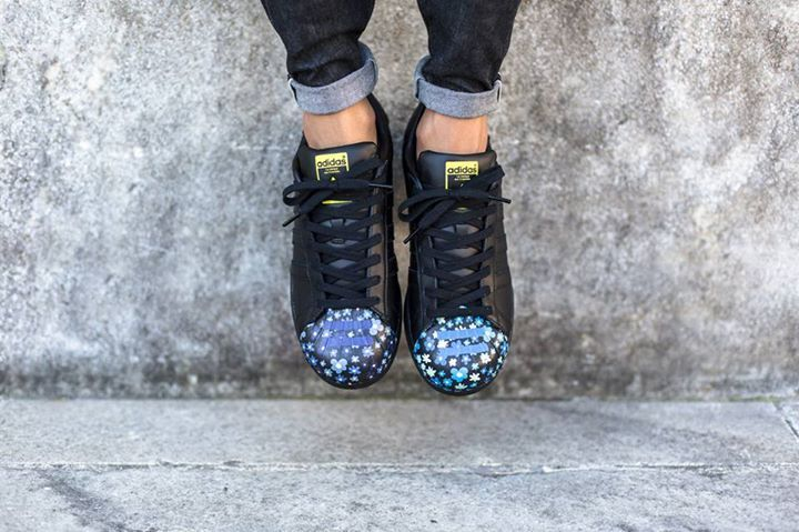 Loads of on foot shots of the Pharrell Williams x Adidas Superstar Supershell! Coming 7th August.  http://ift.tt/1IkNzEM