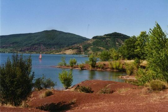Le lac du Salagou dans l'Hérault