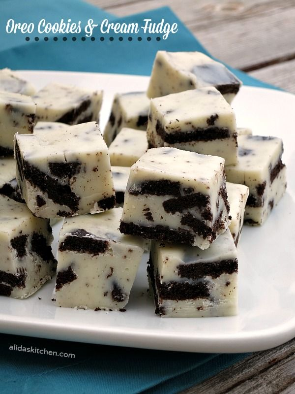 Oreo Cookies and Cream Fudge | alidaskitchen.com #recipes #SundaySupper
