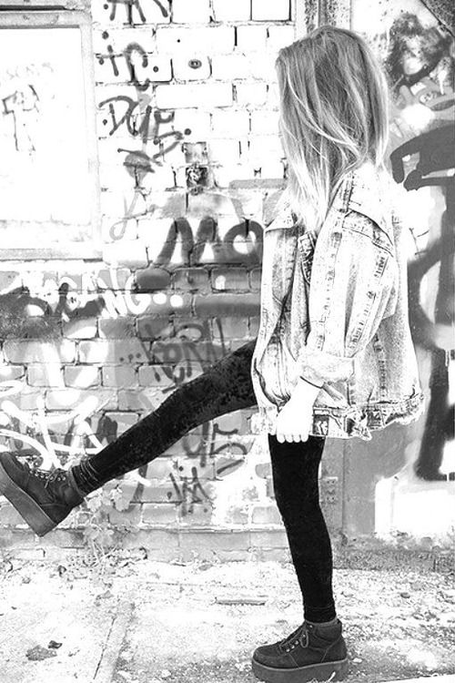 I love the photography in this photo too- it's about the pose and scene adding to the grunge style