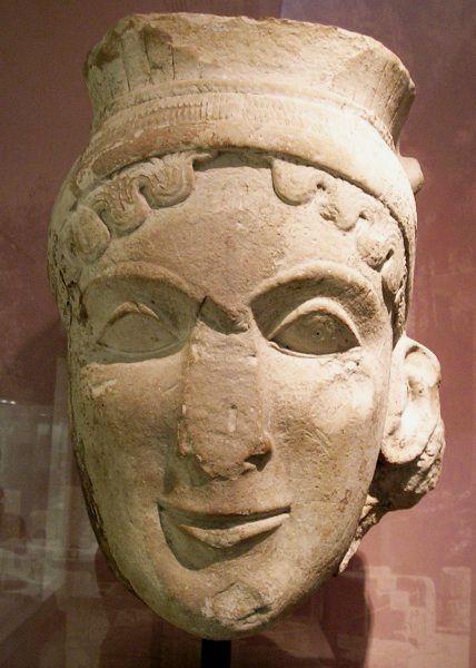 Hera er gudernes dronning samt søster til og gift med Zeus. Hun er kolossalt jaloux, og vogter over ham for at forhindre ham i at have affærer. Til gengæld er hun stedmoderlig i meget høj grad, når det kommer til Zeus' utallige horeunger. Hele hendes 'personlighed' ligger fast allerede hos Homer. Men det er jo kun den Hera, vi kender fra myterne - den Hera, man har tilbedt i templerne, var en meget mere seriøs person.