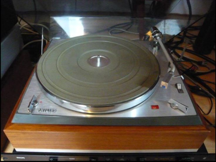 PHILIPS AG2030 HiFi Turntable, belt driven. Developed in Germany (1960's) Can be seen playing, shortly, in the movie 'My Old Lady'.