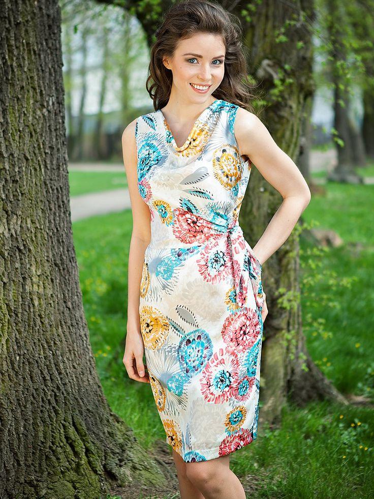 Degaje yaka çiçek desenli elbise - Quiosque http://subbshop.com/tr/degaje-yaka-%C3%A7i%C3%A7ek-desenli-elbise-quiosque