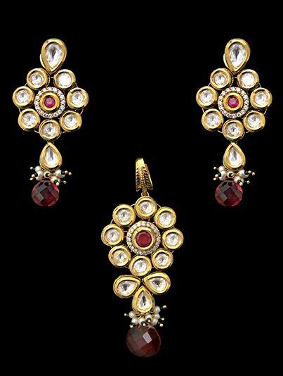 Vilandi pendant set with american diamonds