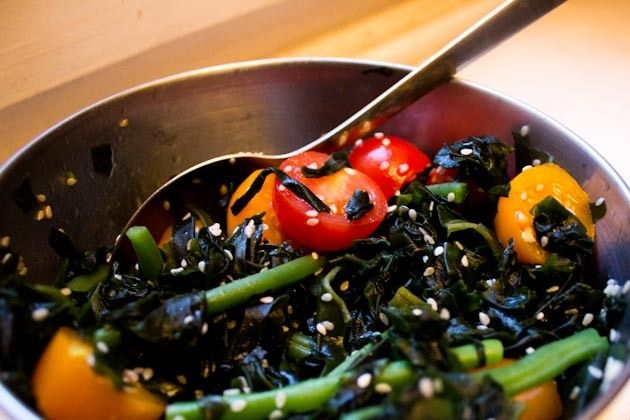 Wakame Salat found on veganguerilla.de Lots of began recepies <3
