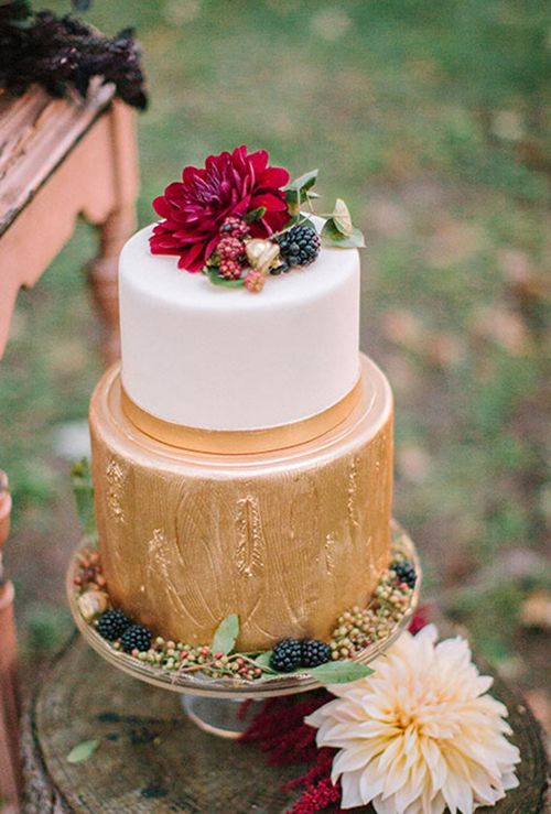 @elysiarootcakes is an environmentally responsible bakery that makes elegant, feminine designs | Brides.com